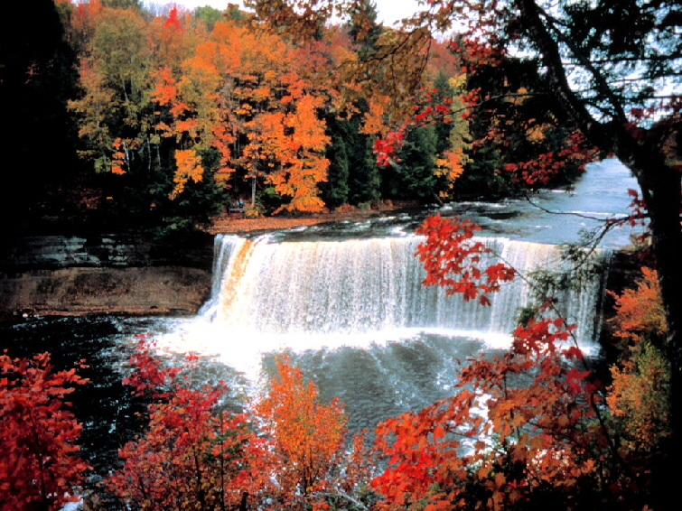 Tahquamenon Falls at Paradise